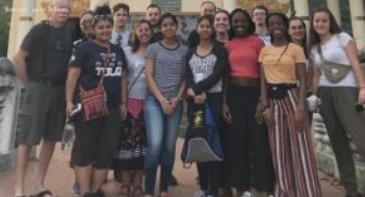 Канадские школьники застряли в Камбодже