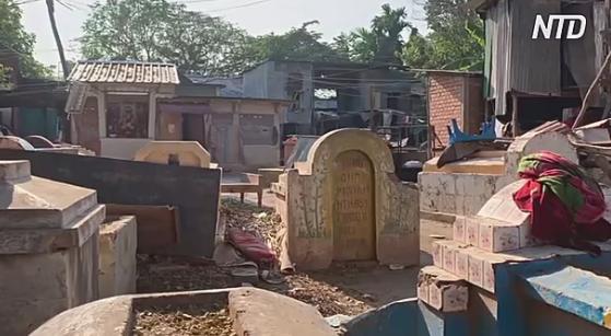 В камбоджийской деревне-кладбище живых больше, чем мёртвых