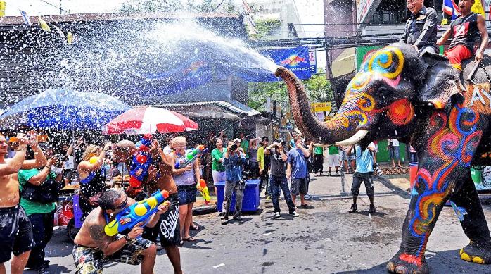 Около 300 человек погибли, 2 800 пострадали в результате ДТП, произошедших во время тайского праздника Сонгкран