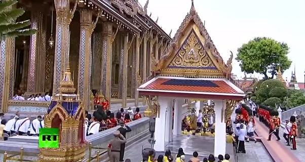 Видео: Коронация монарха Махи Вачиралонгкорна