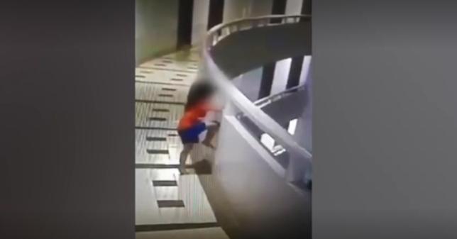 В Патайе Девочка-лунатик упала с 11 этажа, ударилась о землю и выжила