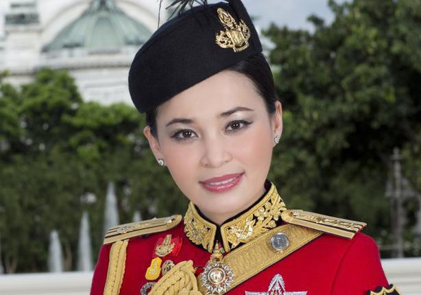 В сети появились официальные фото новой королевы Таиланда