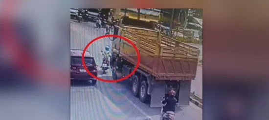 Bangla Road stomp! Truck runs over woman! New active fault line found? || Phuket