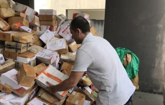 Итальянца и его тайскую жену завалили пожертвованиями для погибших южан