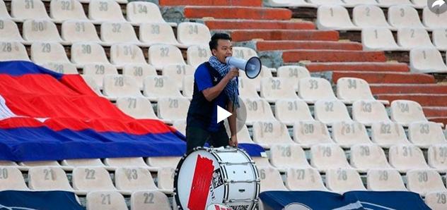 Один в поле: самый преданный фанат поддержал сборную Камбоджи и стал героем Сети