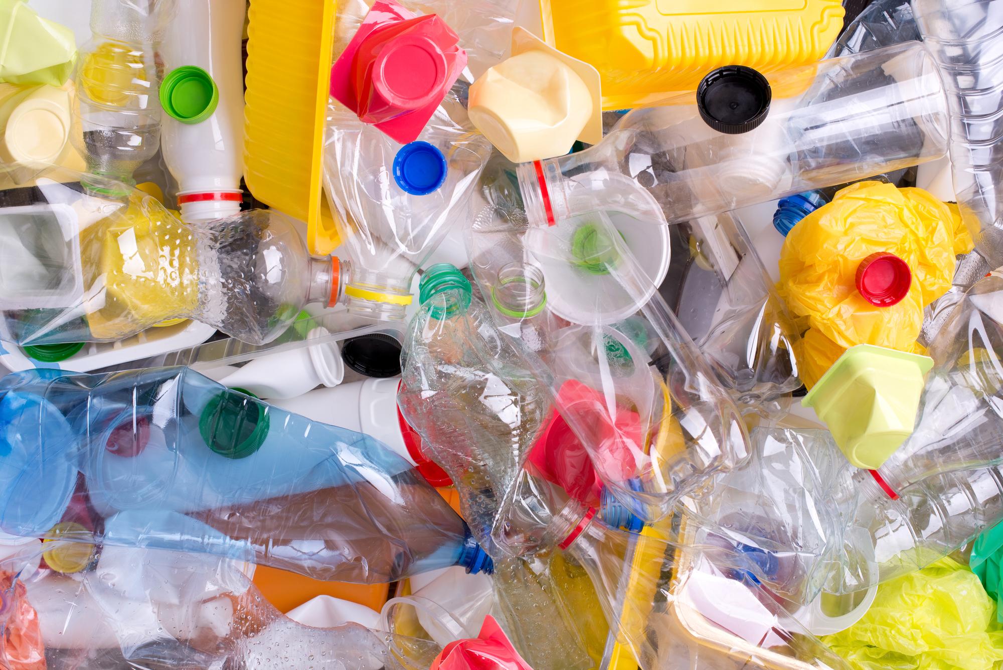 Более 80 контейнеров с пластиковыми отходами обнаружены в Камбодже