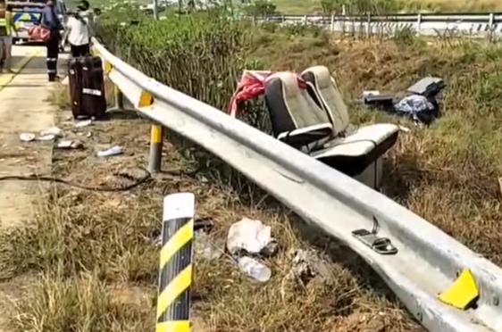 8 туристов из Великобритании перевернулись в автобусе на тайской автомагистрали