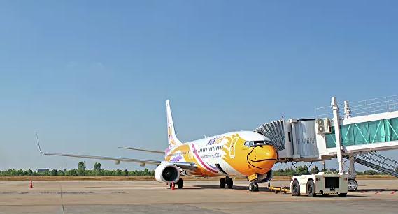 В Бангкоке самолет врезался в тягач, один человек погиб