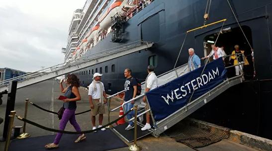 Трое из семи россиян с судна Westerdam в Камбодже вернулись на родину