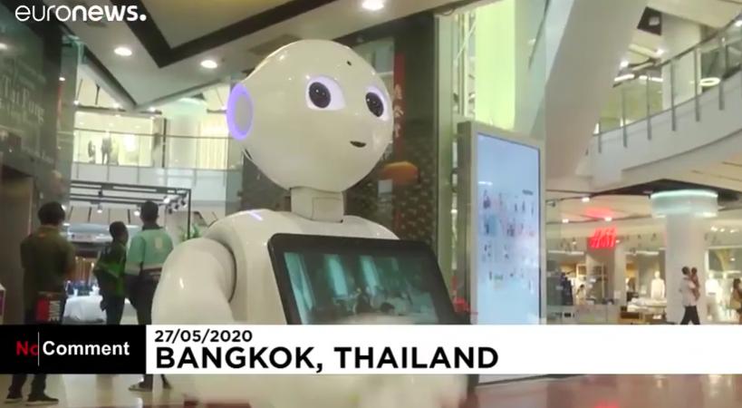 Роботы развернули в торговые центры, чтобы предотвратить COVID-19 распространение