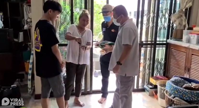Раскрыт секрет светящихся суши из Таиланда. Видео