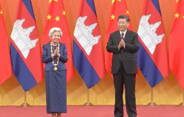 Королева-мать Камбоджи получила Орден Дружбы КНР
