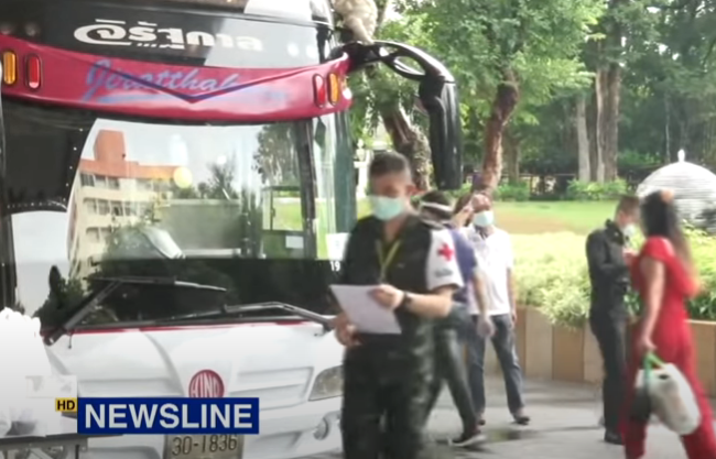 Cops threaten charges for protesters! E-bus or light rail? Shorter quarantine? || Thailand News