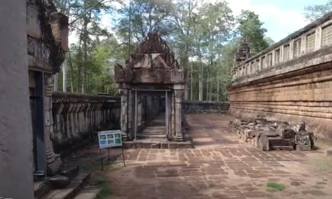 Пирамида Та Кео - храм золотых пиков . Полигональная кладка в шиваистском храме. Камбоджа. Ангкор.