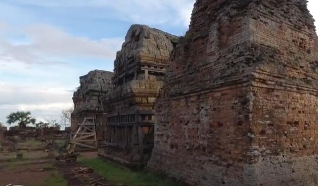 Храм-гора Пном Краом. Ангкор, Камбоджа. Экскурсияи на диване.