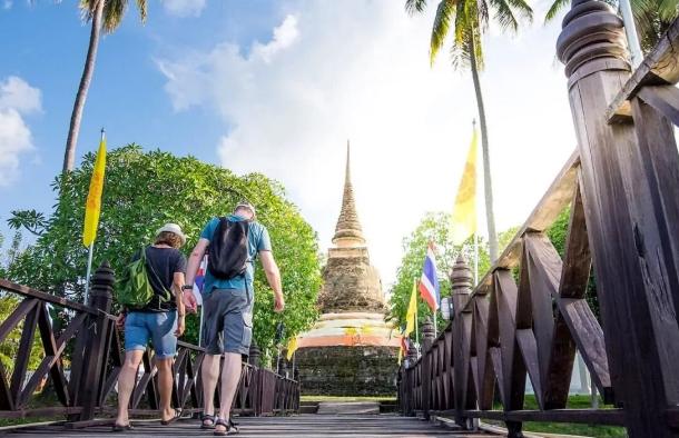 Таиланд решил сократить вдвое карантинный период для туристов и иностранных гостей