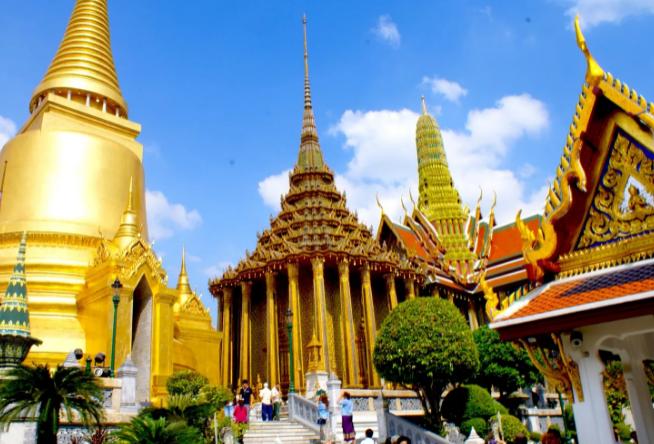 Таиланд ввел для туристов специальный пропуск: перед въездом его надо скачивать