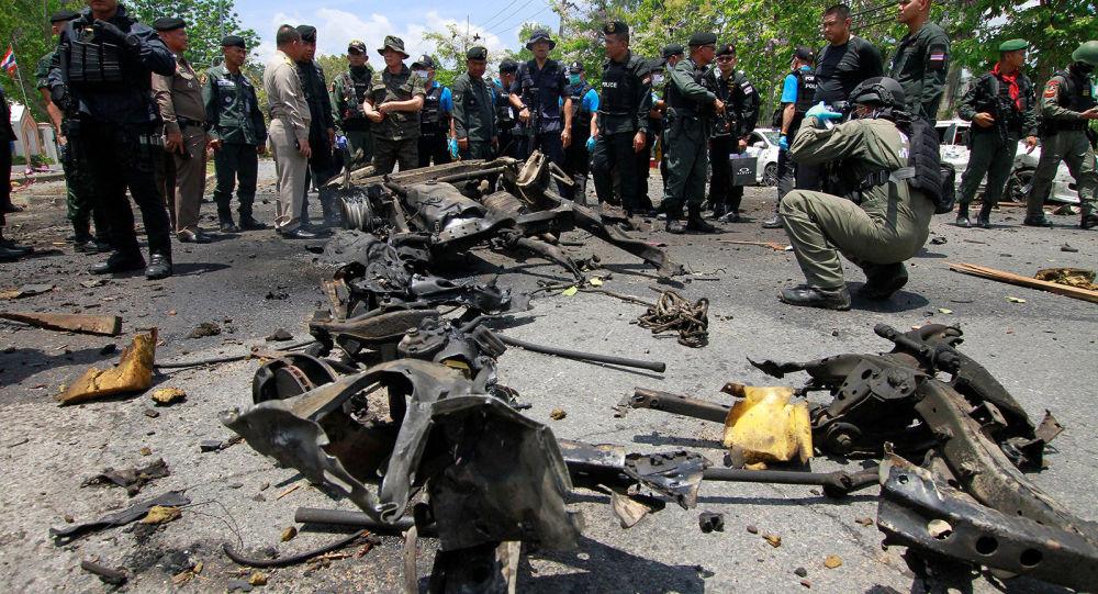 СМИ: на юге Таиланда 18 человек пострадали при взрывах двух заминированных автомобилей