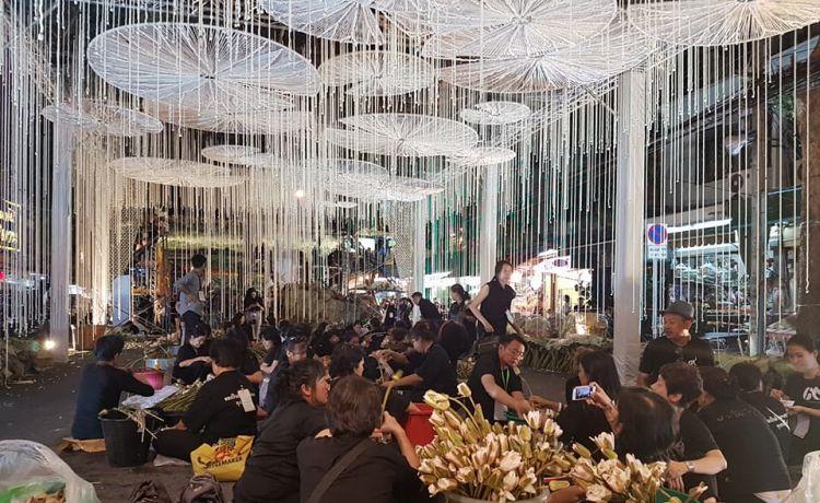 Самый длинный в мире тоннель из цветов создан в честь покойного Короля