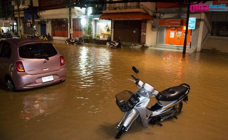 Локальные наводнения в ночь на 8 ноября были зафиксированы в целом ряде районов острова, включая исторический центр Пхукет-Тауна