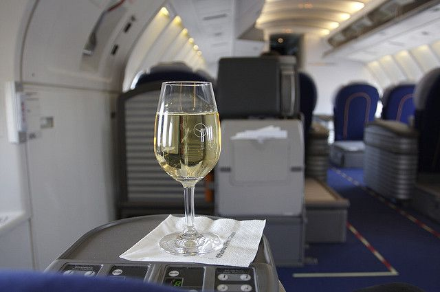 Никакого Шардоне: Бесплатный алкоголь на борту Азиатских авиалиний может остаться в прошлом
