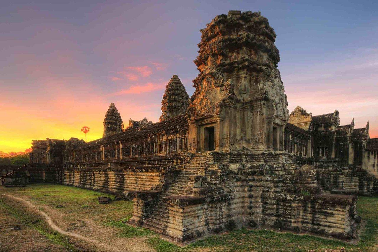 США возвратят Камбодже древнюю статую индуистского Бога войны