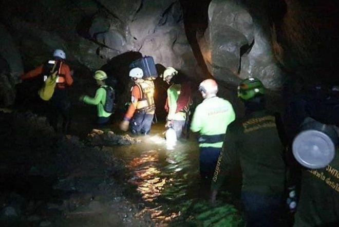 На севере Таиланда из затопленной пещеры был спасен человек, проведший там 4 дня