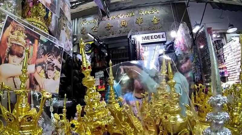 Популярный видеоклип вдохновил тайцев напокупку национальных костюмов