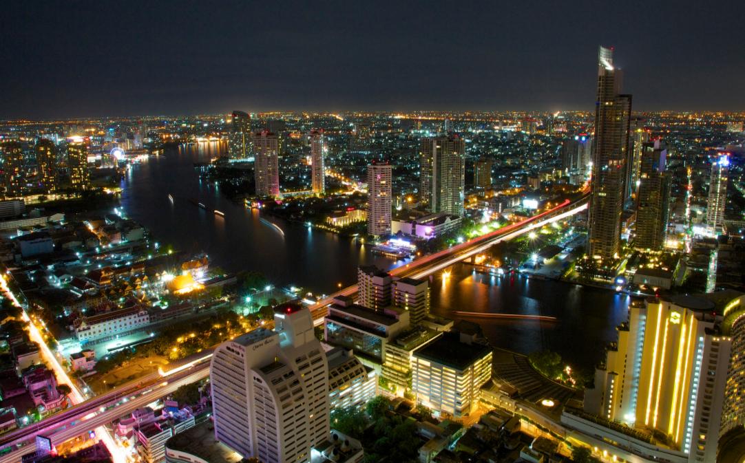 Трёх британцев накажут палками и тюрьмой за секс с пьяной малайзийкой в Таиланде