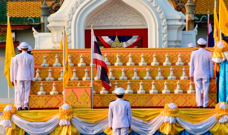 Святая вода доставлена в храм Изумрудного Будды