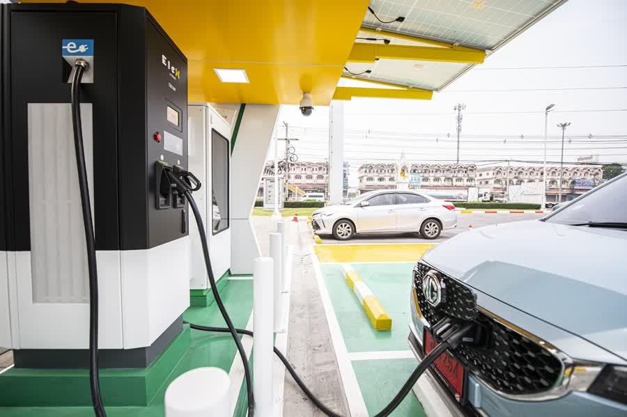 Бесплатная зарядка электромобилей в течение апреля