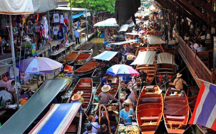 """Больше половины тайцев """"сводят концы с концами"""" ежемесячно"""