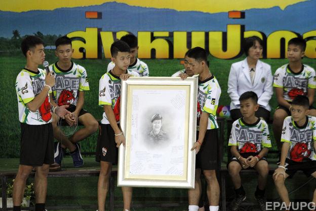 Члены футбольной команды, которых спасли из пещеры в Таиланде, рассказали, как они туда попали и что пережили внутри