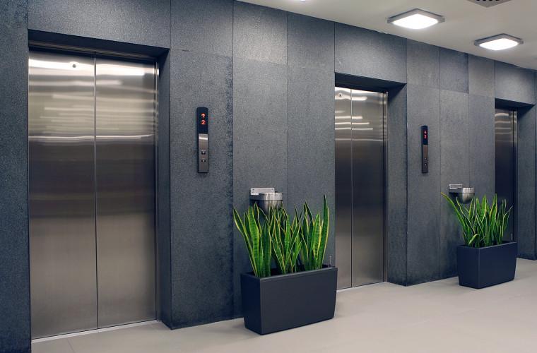 В Таиланде лифт вызывают не руками, а ногами