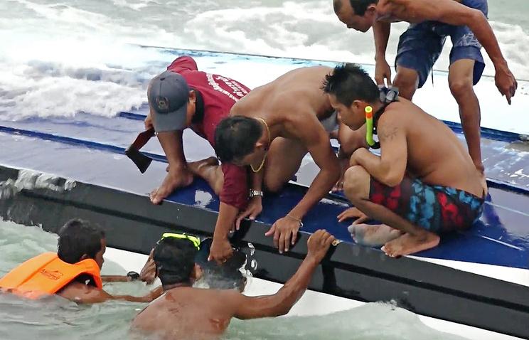 Найдены тела восьми жертв крушения судна на Пхукете