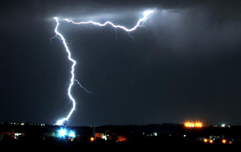 В Камбодже шесть человек погибли  в результате удара молнии