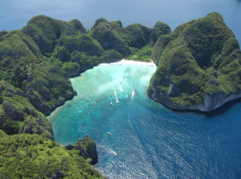 В Таиланде на 4 месяца закроют известную по фильму «Пляж» бухту