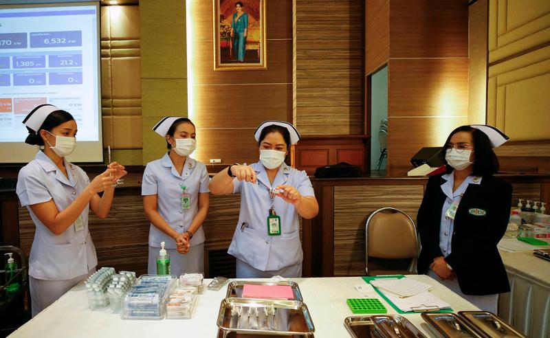 Власти Таиланда намерены до конца года привить от коронавируса 50 миллионов человек