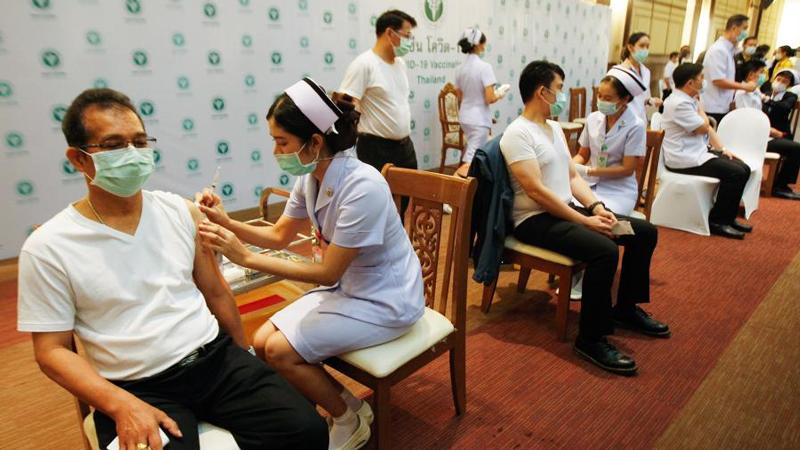 В Бангкоке 70% населения завершили вакцинацию от коронавируса