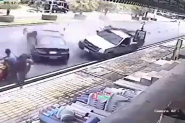 Семья с двумя детьми чудом увернулась от потерявшей управление машины