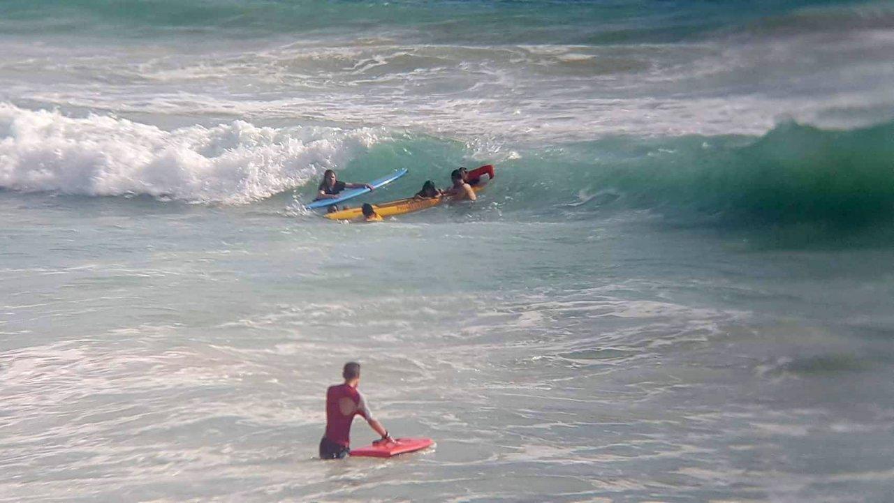 18 туристов спасены из мощного прибоя на пляже Най Харн на Пхукете