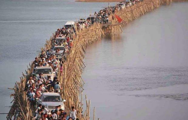 Уникальный мост в Камбодже: зачем путепровод разбирают и строят каждый год