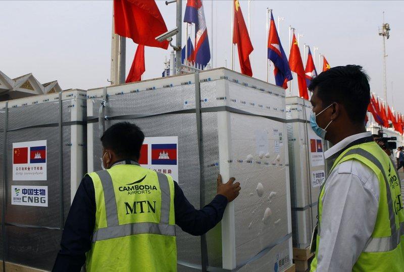 Камбоджа получила новую партию китайских вакцин от COVID-19
