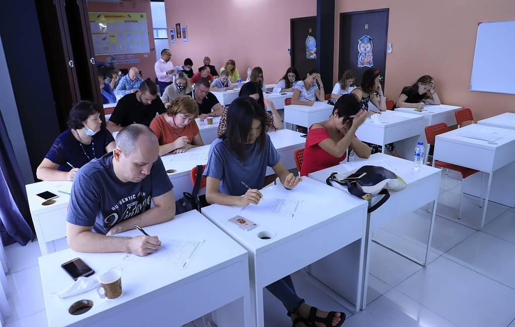 """В Таиланде в """"Тотальном диктанте"""" поучаствовали 50 человек"""