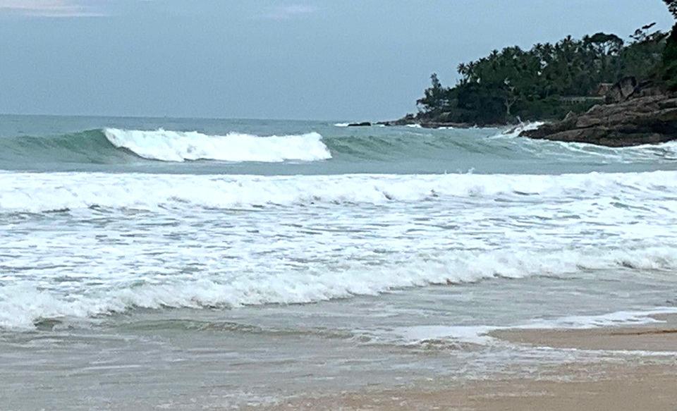 Туристы на пляже Сурин остались без спасателей