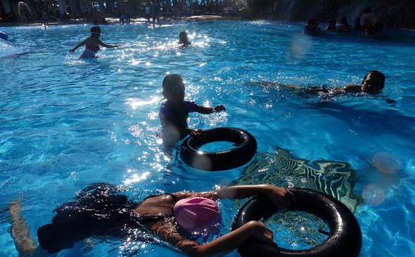В Бангкоке и на юге Таиланда на месяц закрываются аквапарки и фуд-корты