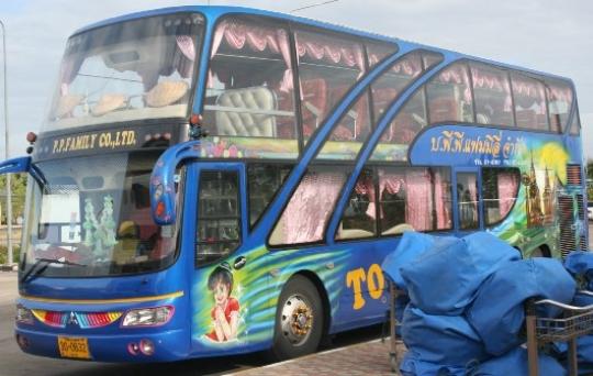 Водитель экскурсионного автобуса в Таиланде ограбил китайских туристов на 1,8 тысяч долларов