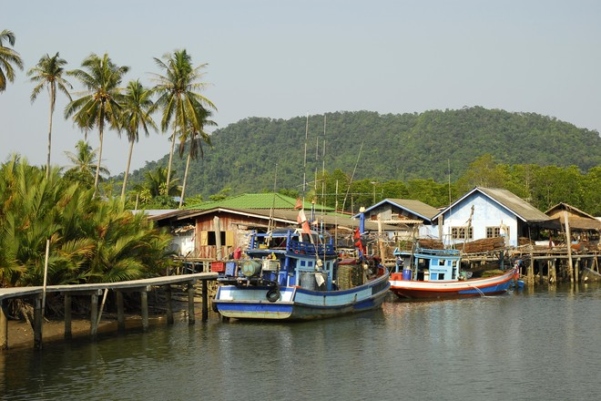 Полиция Таиланда спасла четырех российских туристов, пропавших в районе острова Чанг
