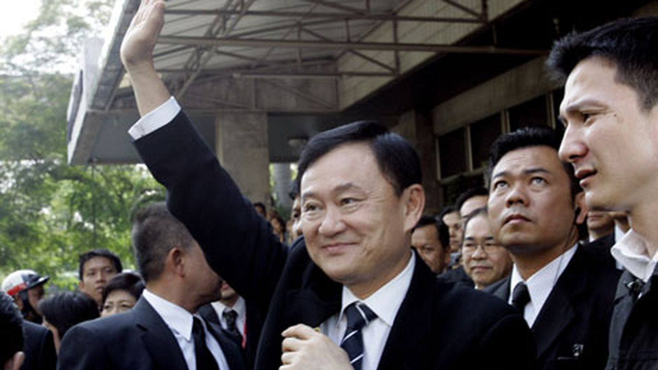 Суд в Таиланде заочно приговорил экс-премьера Таксина Чинавата к трем годам тюрьмы