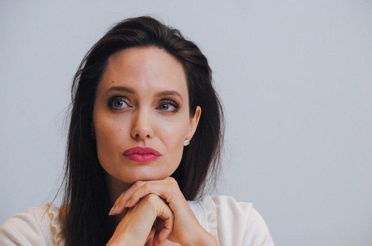 Анджелина Джоли представила в США драму «Сначала они убили моего отца»